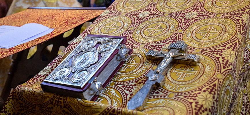 Окружной благочинный сослужил Митрополиту на молебне в Свято-Покровском храме г. Саратова